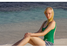 Laura_Sitting_on_Beach_Finallogo__IMG_0408-1_copy.jpg